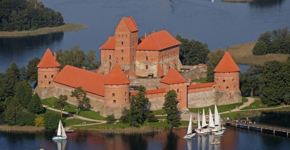 http://www.abcstudylinks.com/gallery/country/lithuania/large/country_lithuania_img.jpeg