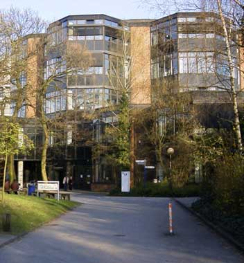 http://www.abcstudylinks.com/gallery/university/duisburg-essen/small/university_duisburg-essen_pic.jpeg
